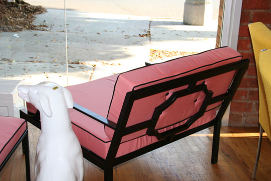 hollywood_oversized_outdoor_chair_pink_blackpiping_543
