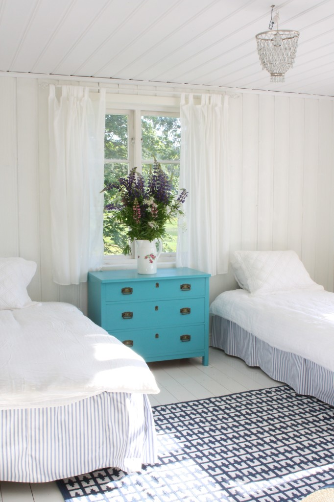 Swedish manor house guestroom copy 2