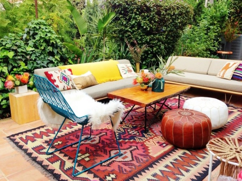 Mid-Century-Outdoor-Rug-for-Patios